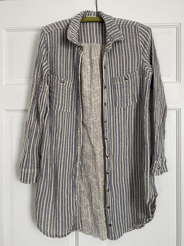 Blue and white stripe 100% cotton button-down shirt